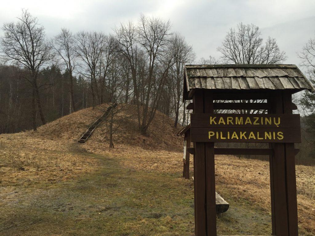 Karmazinu piliakalnis