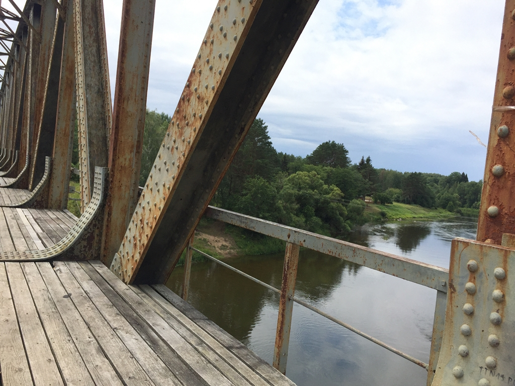 Gelezinkelio tiltas per Neri