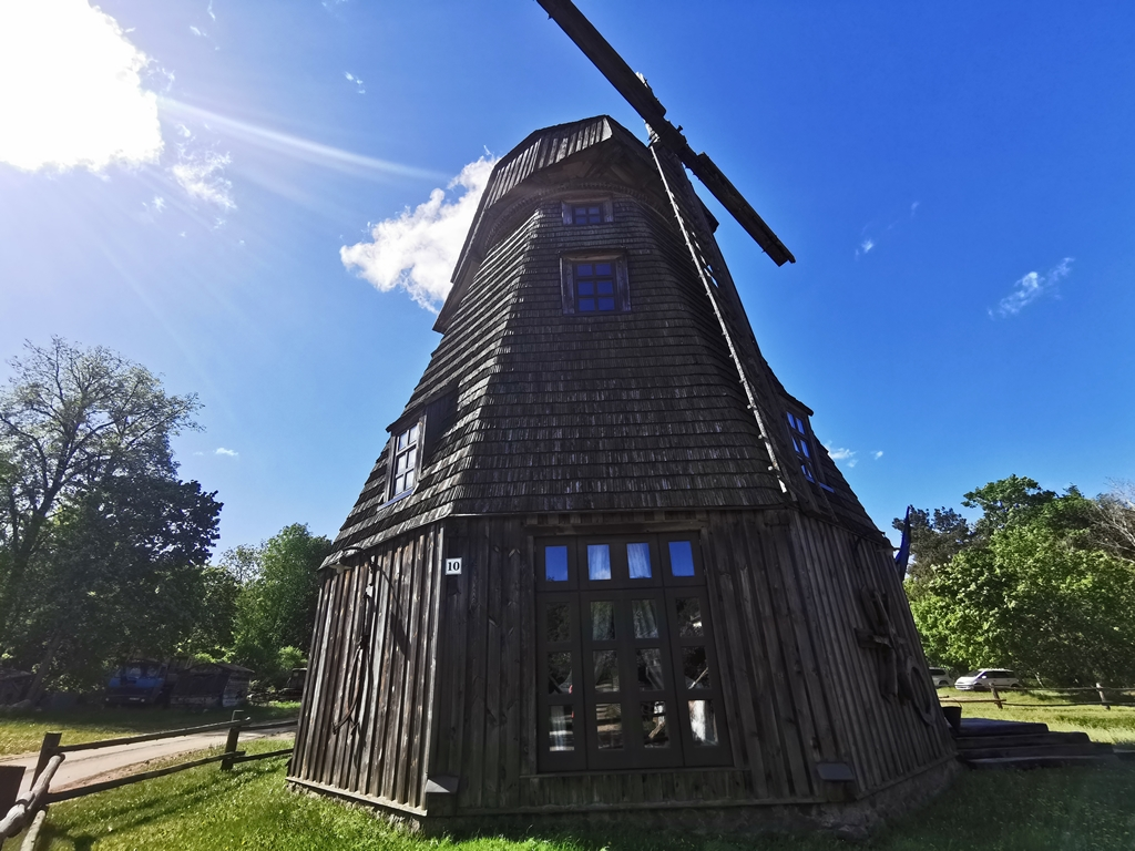 Pilaitės vėjo malūnas