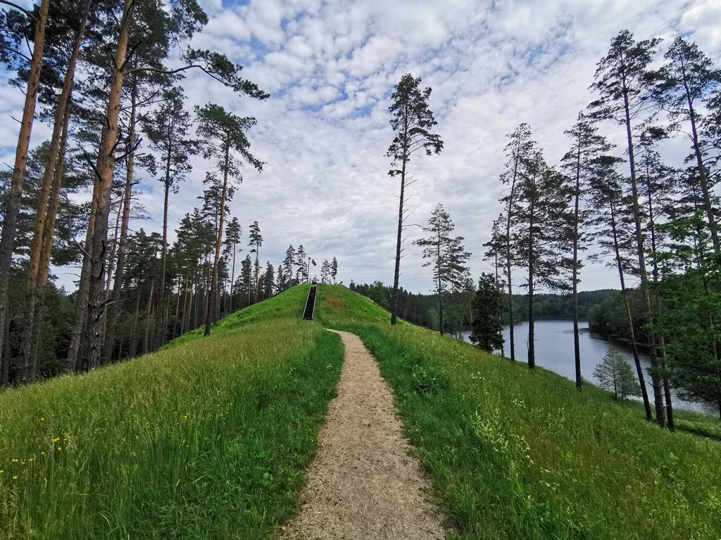 Kaceniskes piliakalnis