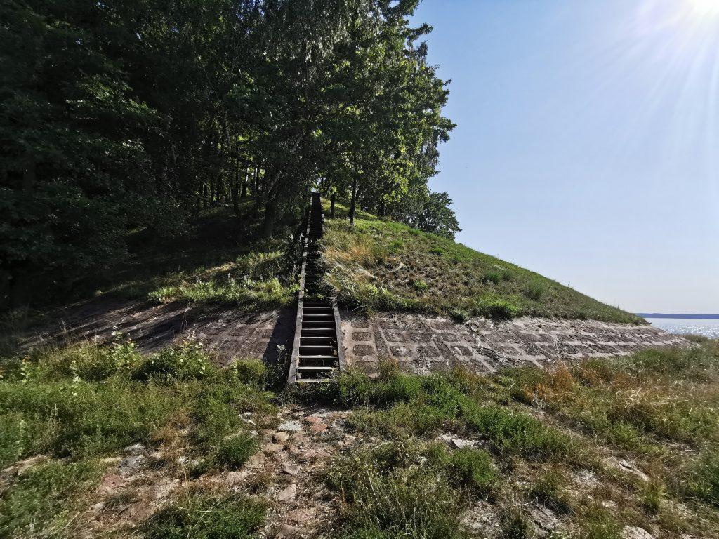 Vieškūnų piliakalnis